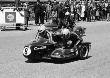 Rudi Kurth & Dane Rowe (Crescent) and Heinz Luthringhauser & Jurgen Cusnik (BMW) start the 1972 500 Sidecar TT